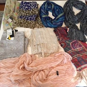 Bundle Of 8 spring scarves !